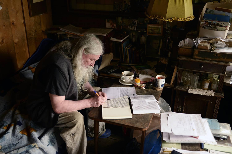 В работе у отца Рафаила сейчас несколько рукописей. Пишет каллиграфическим почерком, с компьютером дружба не сложилась