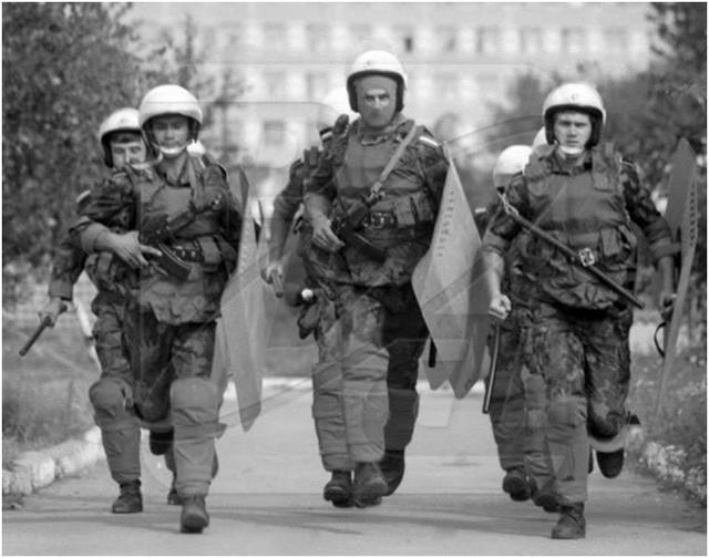 В Дубоссарах происходят первые столкновения мирных жителей с молдавской полицией. 1990