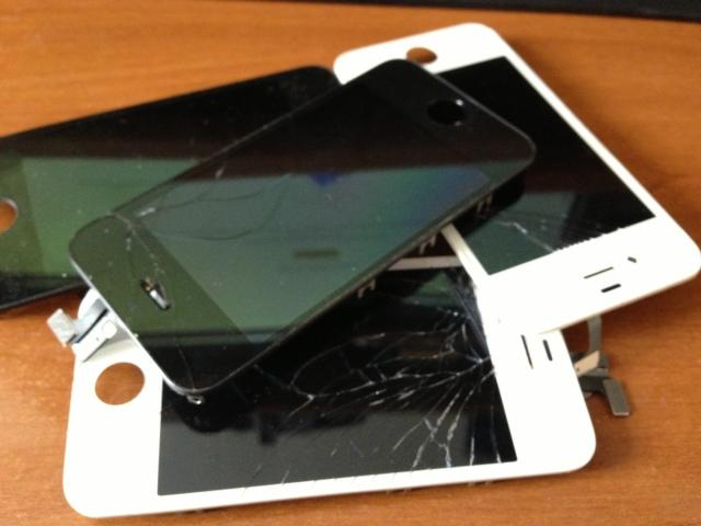 Apple начала официально менять дисплеи смартфонов в России