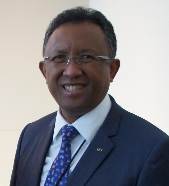Выборы на Мадагаскаре: Радзуэлина, Равалуманана и Радзаунаримампианина