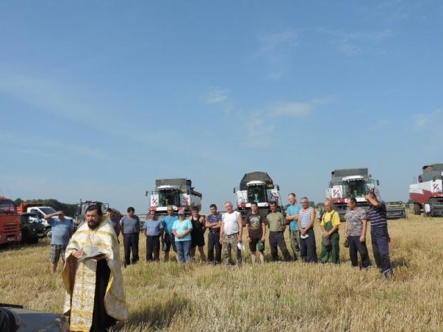 В засуху в Чувашии помолились за урожай и «освятили сельхозтехнику»