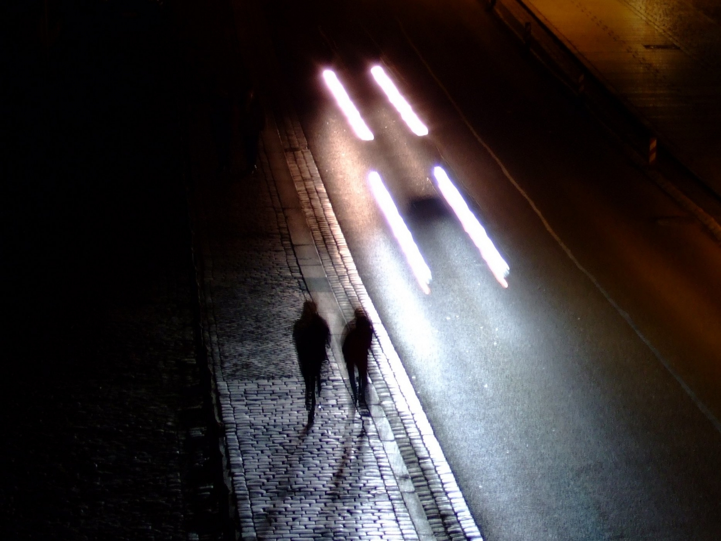 картинки парень ночь дорога ретта