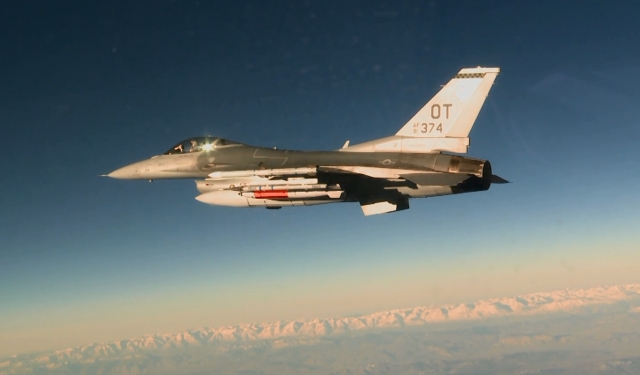 F-16 с ядерной бомбой