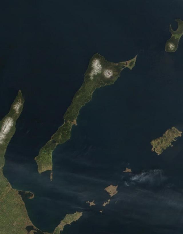 Остров Кунашир. Вид из космоса