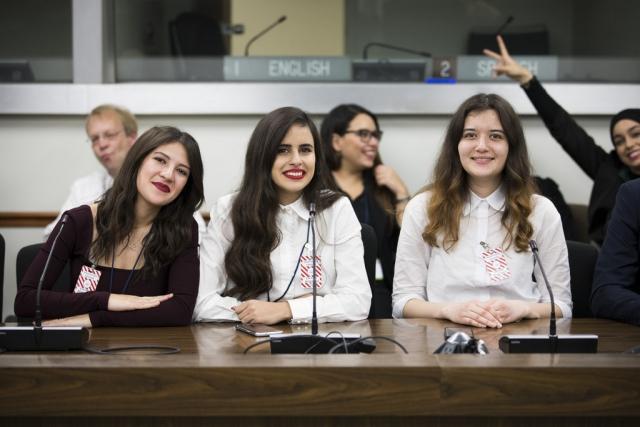 Студенты из Туниса получили стипендии от правительства Индонезии