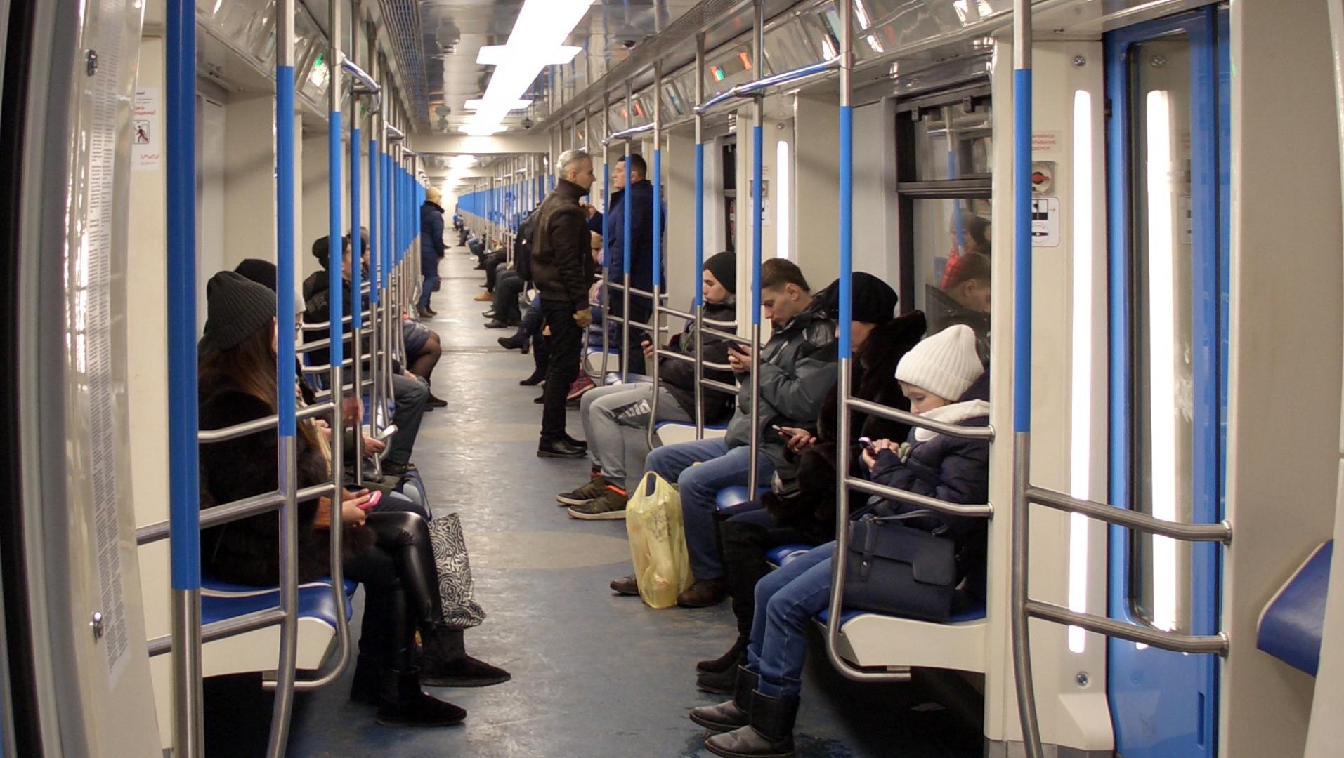 Сквозной состав в метро. Москва