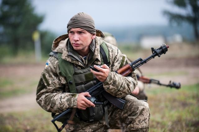 Турчинов заявил, что повышать зарплаты надо солдатам, а не бюджетникам