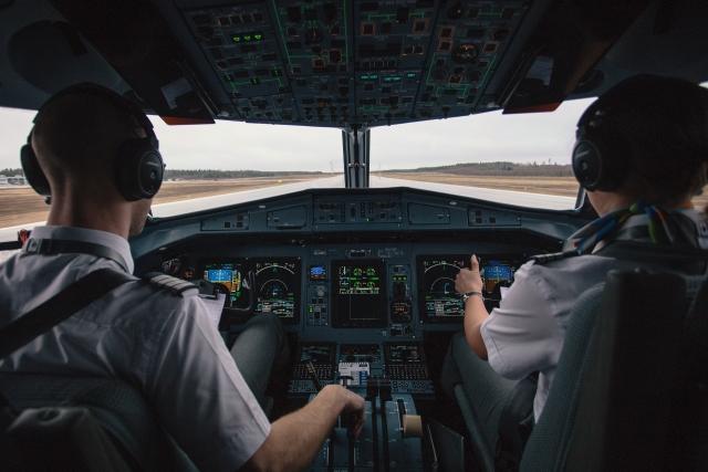 Посадку тяжелого самолета без стойки шасси осуществил пилот экстра-класса