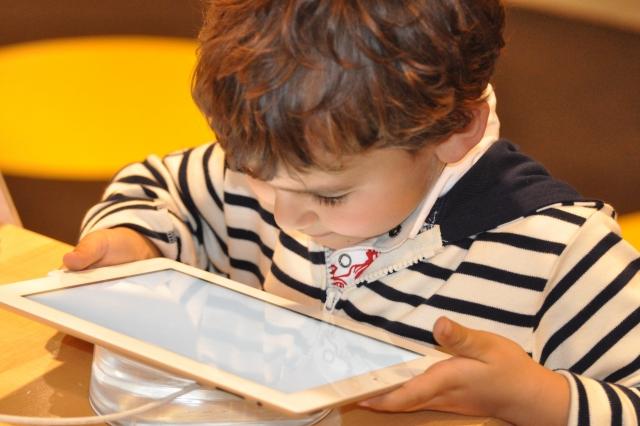 В Казахстане электронные учебники будут доступны с октября