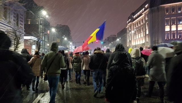 Протестующие в Румынии пошли на штурм правительства: около 100 раненых