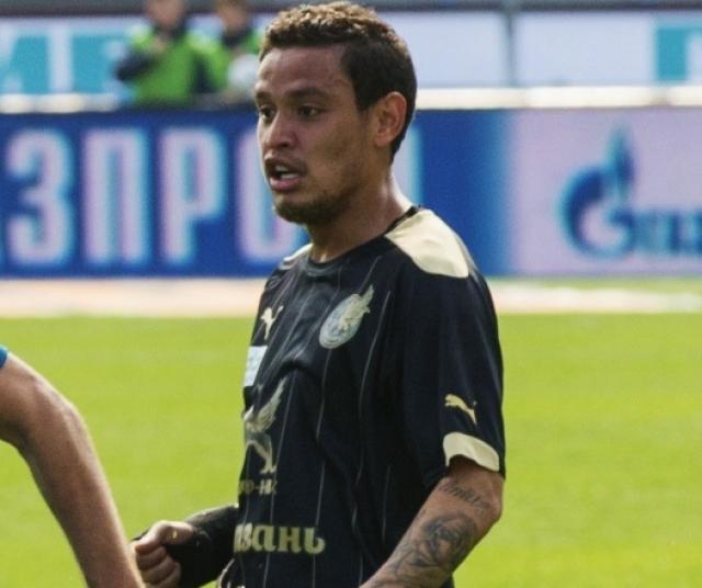 Карлос Эдуардо расторг контракт с «Параной»