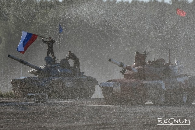 Российский экипаж празднует победу в финале