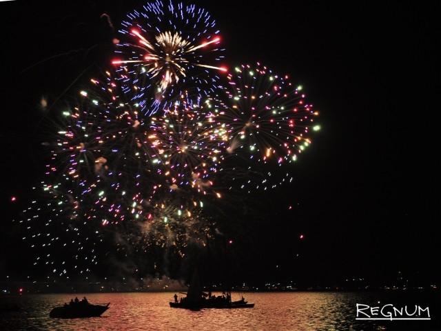 Фестиваль фейерверков в Костроме собрал около 100 тысяч зрителей