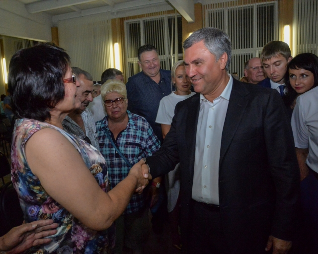 Вячеслав Володин посетил строительство спорткомплекса в Комсомольском