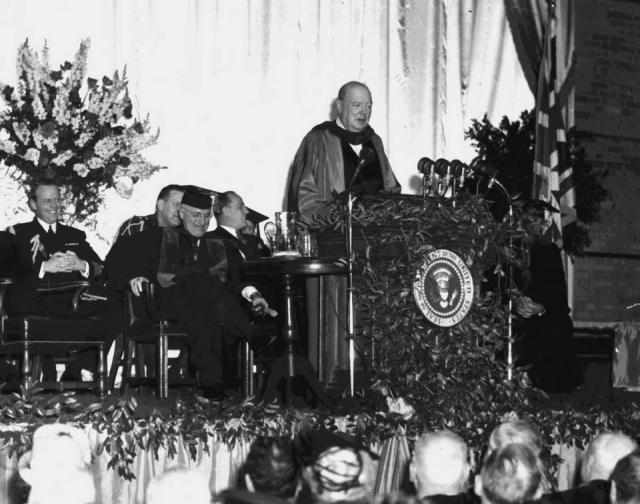 Уинстон Черчиль во время речи в Вестминстерском колледже в Фултоне. 1946