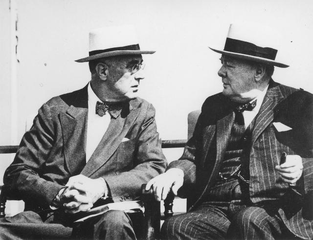 Франклин Рузвельт и Уинстон Черчилль за беседой на Квебекской конференции. 1944