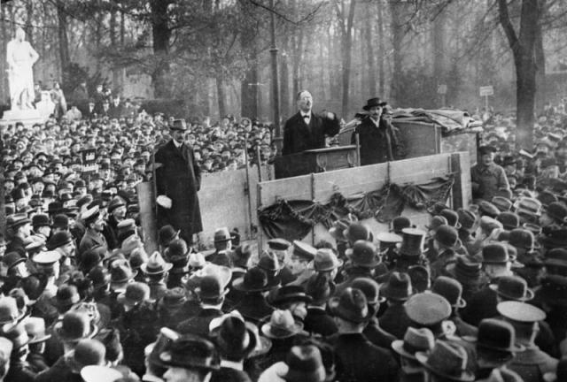 Карл Либкнехт выступает в Берлине, декабрь 1918