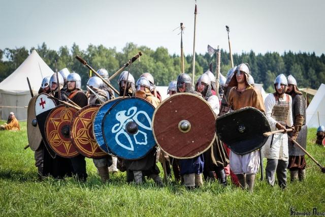 В Калужской области открылся фестиваль исторических клубов «Воиново поле»