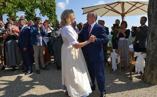 Кубанский казачий хор спел коронную песню на свадьбе главы МИД Австрии