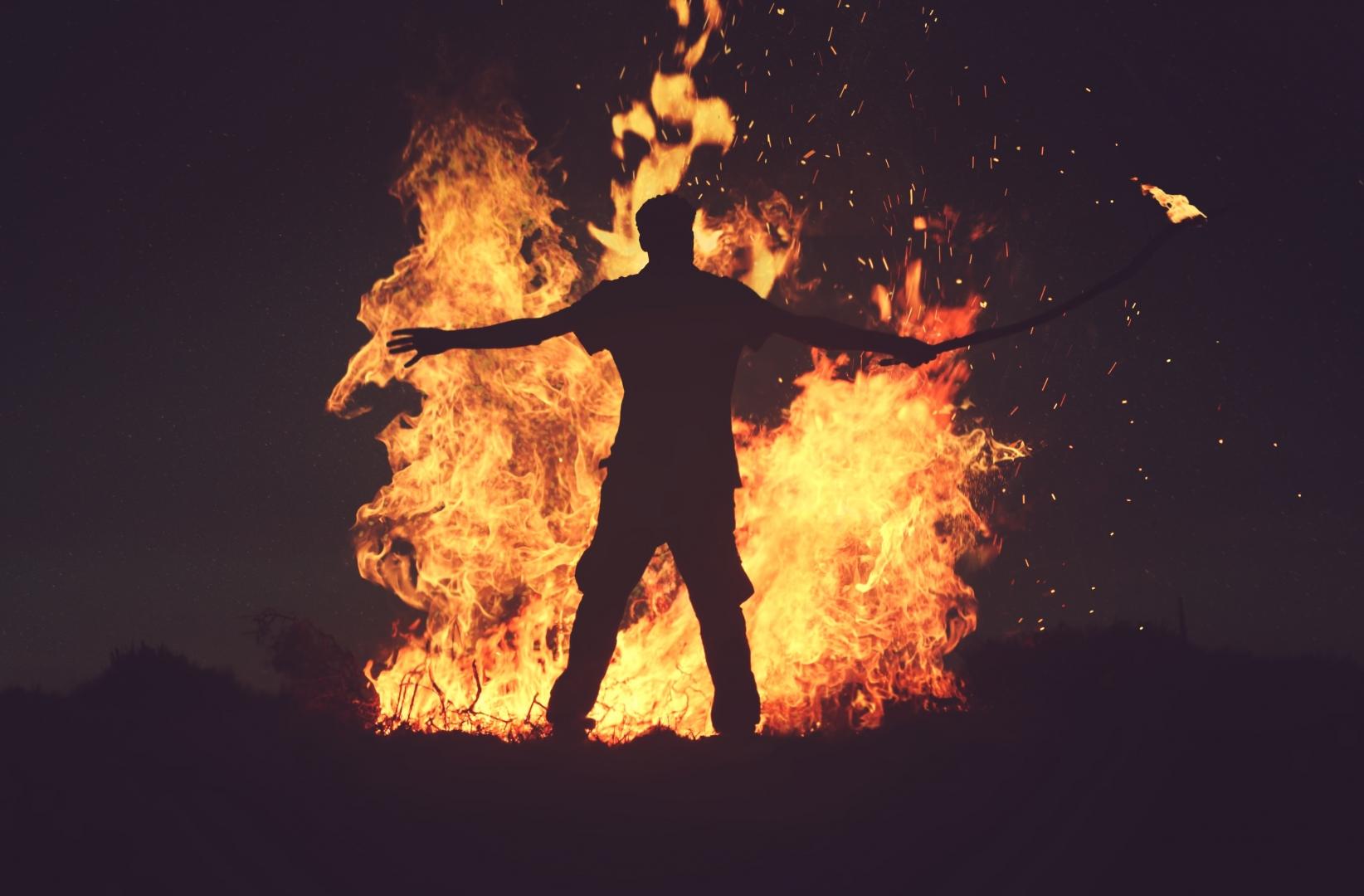 фоне картинки человека с огнем подсчитать, сколько примерно