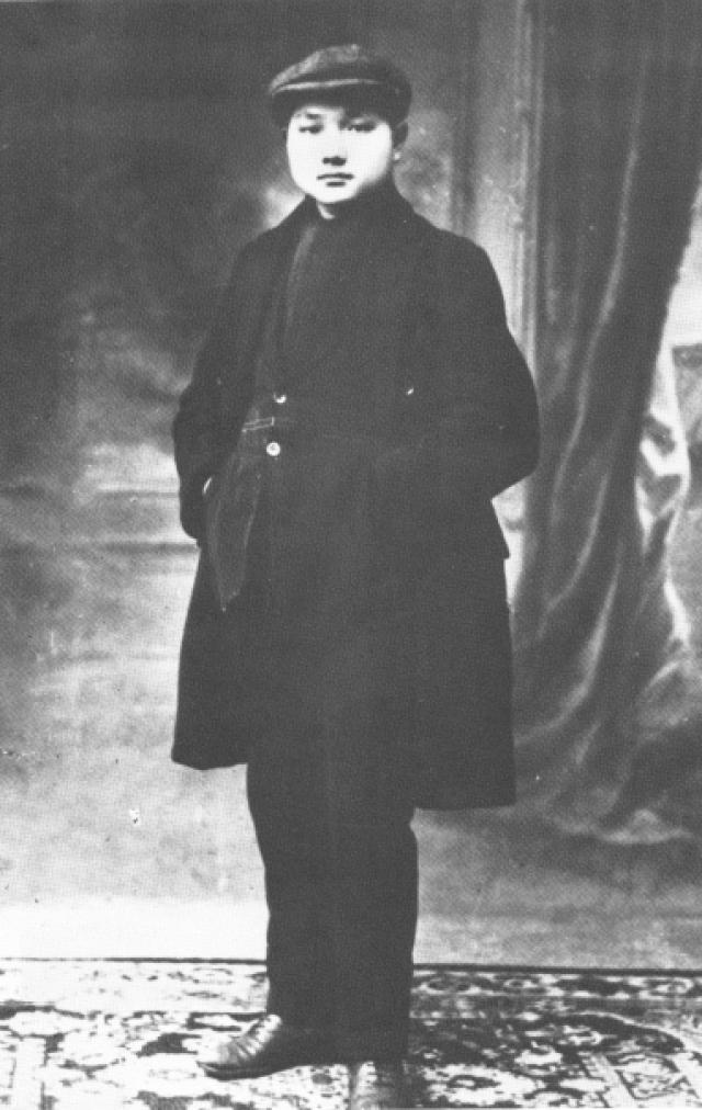 Дэн Сяопин в возрасте 16 лет во время учёбы во Франции. 1920 год