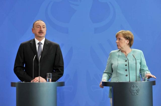 Скандал накануне визита: Баку пригрозил задержать члена делегации Меркель