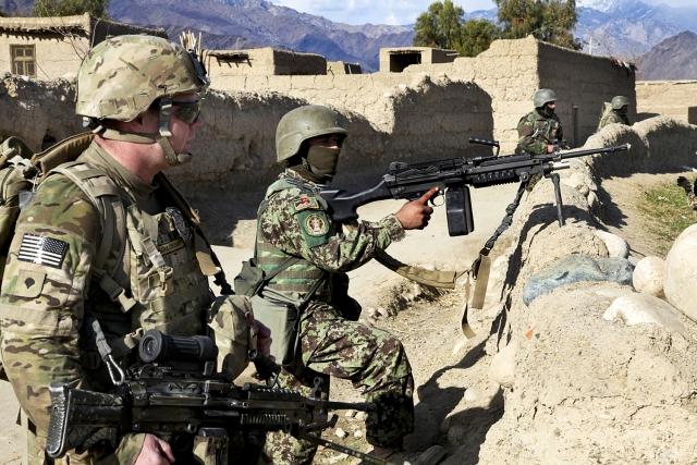 Американский и афганский солдаты