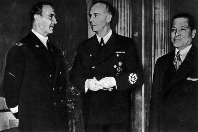 Во время переговоров о заключении тройственного пакта Италии, Германии, Японии. Слева направо Альфери, Риббентроп, Осима, Берлин. 27 сентября 1940