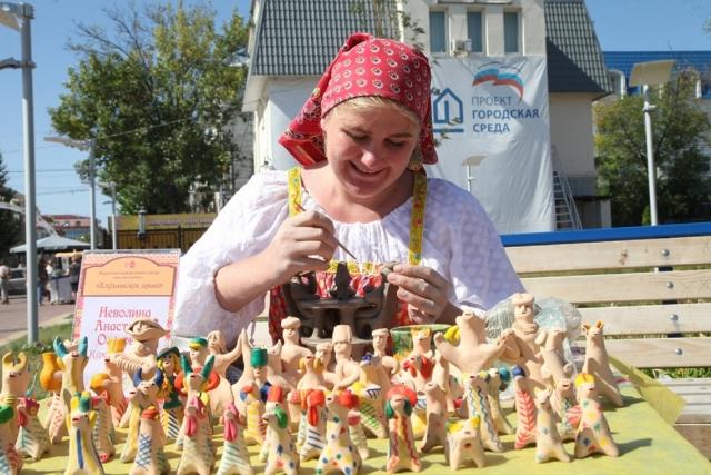 В Калуге стартовал фестиваль-конкурс народных ремёсел «Хлудневское древо»