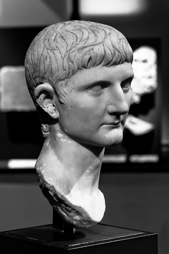 Бюст Германика, отца Калигулы. Между 14 и 23 гг. н.э. Музей Сен-Раймон в Тулузе, Франция