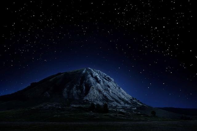 Шихан Тратау ночью
