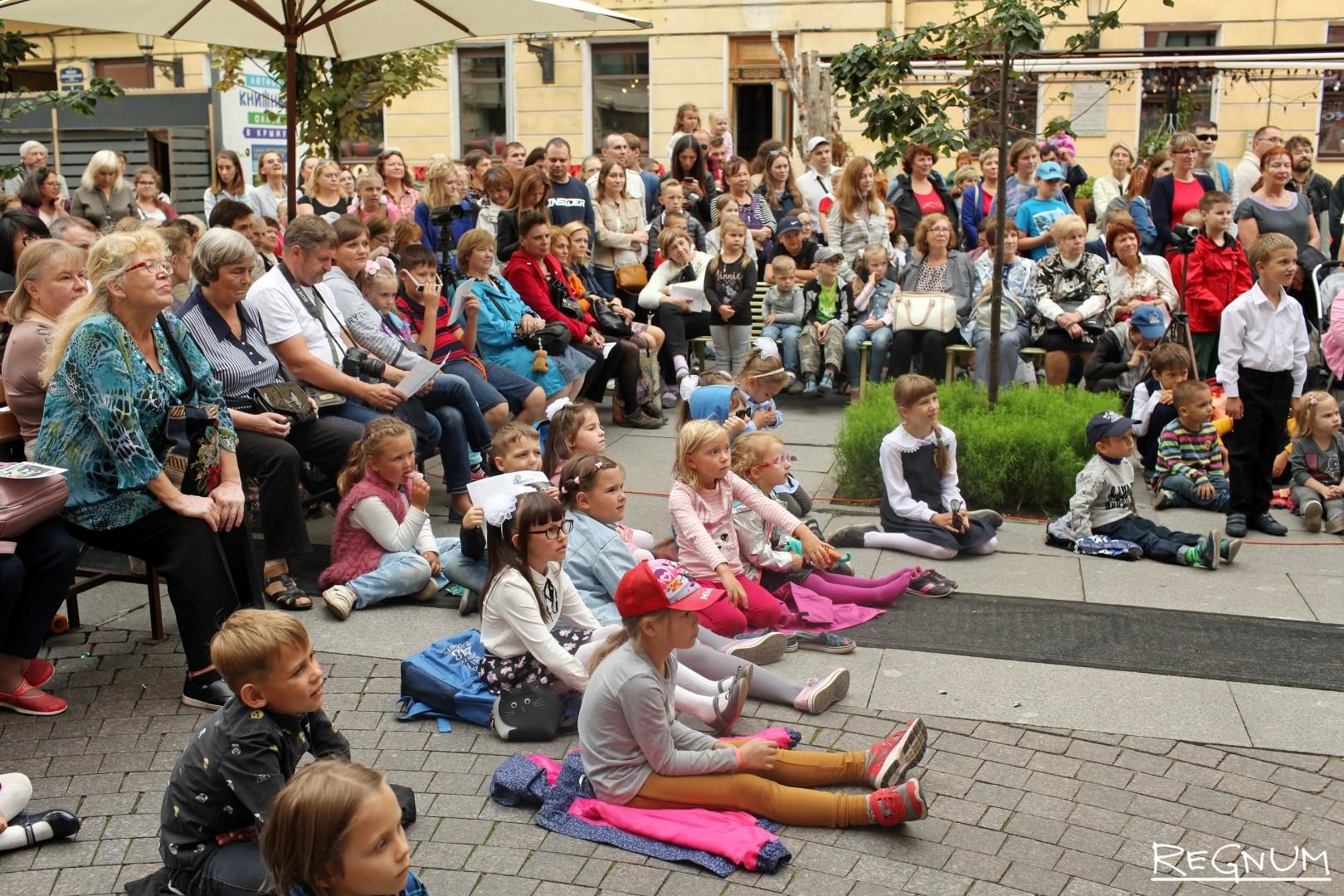 Гости театрального праздника 1-го сентября
