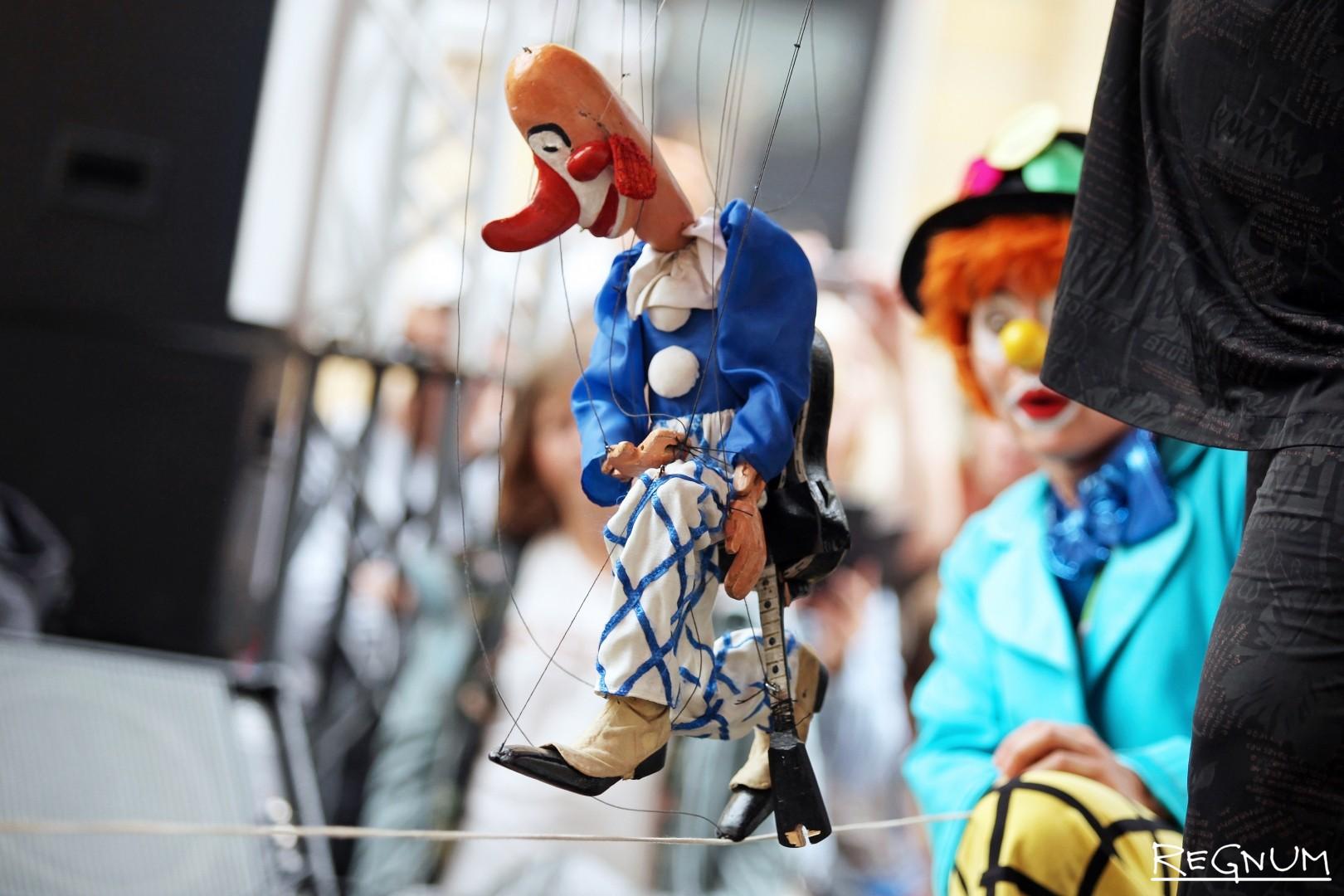 Кукла-марионетка, изготовленная в прошлом веке