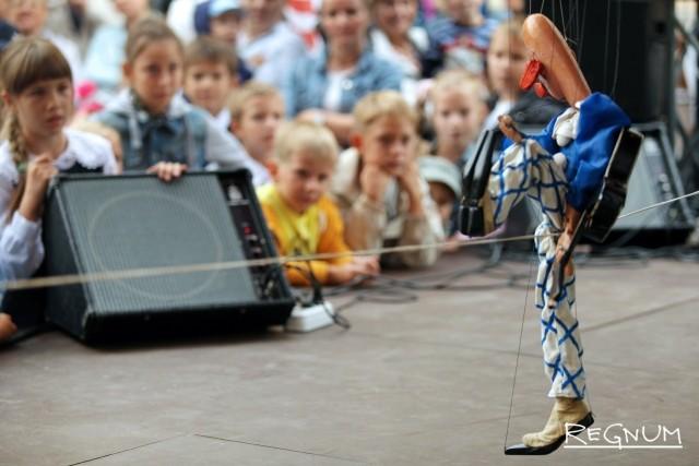 Шоу «Куклы и клоуны» для детей в День знаний