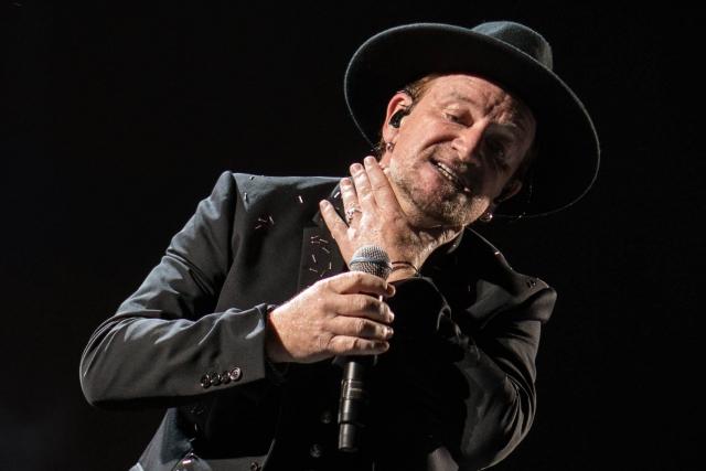 Солист U2 потерял голос во время выступления в Берлине