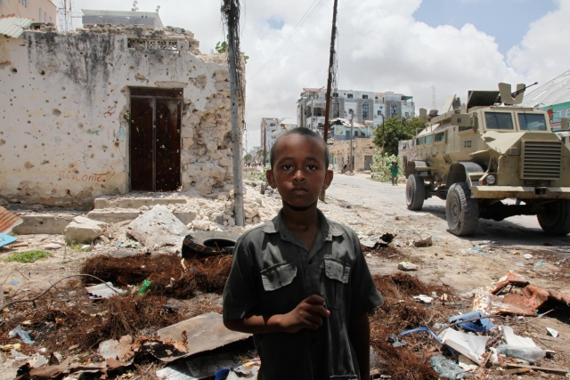 В столице Сомали взорвался начиненный взрывчаткой автомобиль
