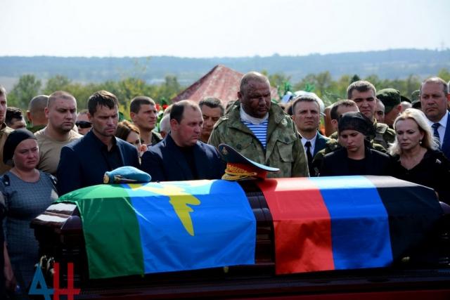 Захарченко похоронен с воинскими почестями в Донецке