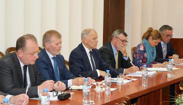 В Литве разозлились из-за визита еврокомиссара в Белоруссию