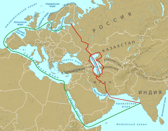 Транспортный коридор «Север — Юг» (красный) и стандартный путь из Индии в Финляндию (зелёный)