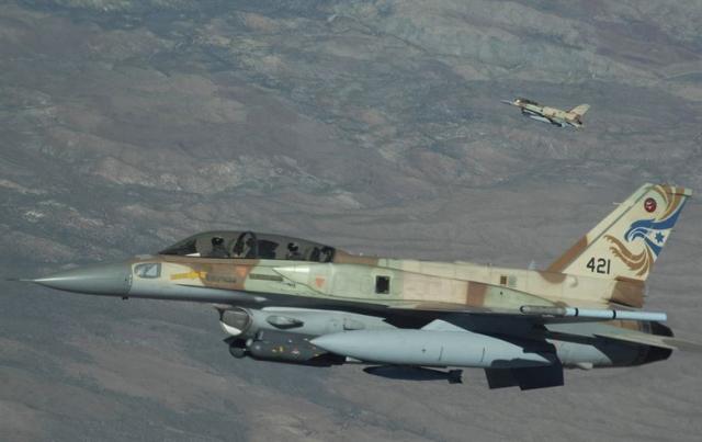 СМИ: Сирийские средства ПВО сбили ракеты, запущенные авиацией Израиля