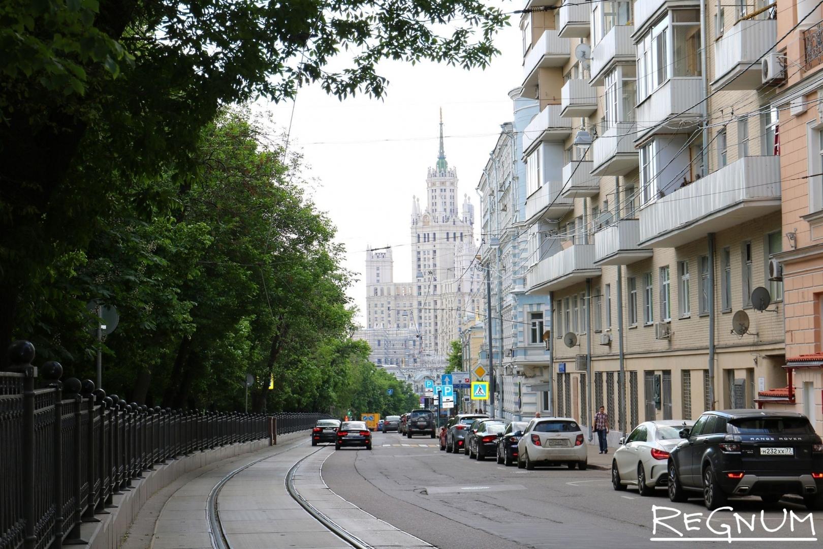 Покровский бульвар и высотка