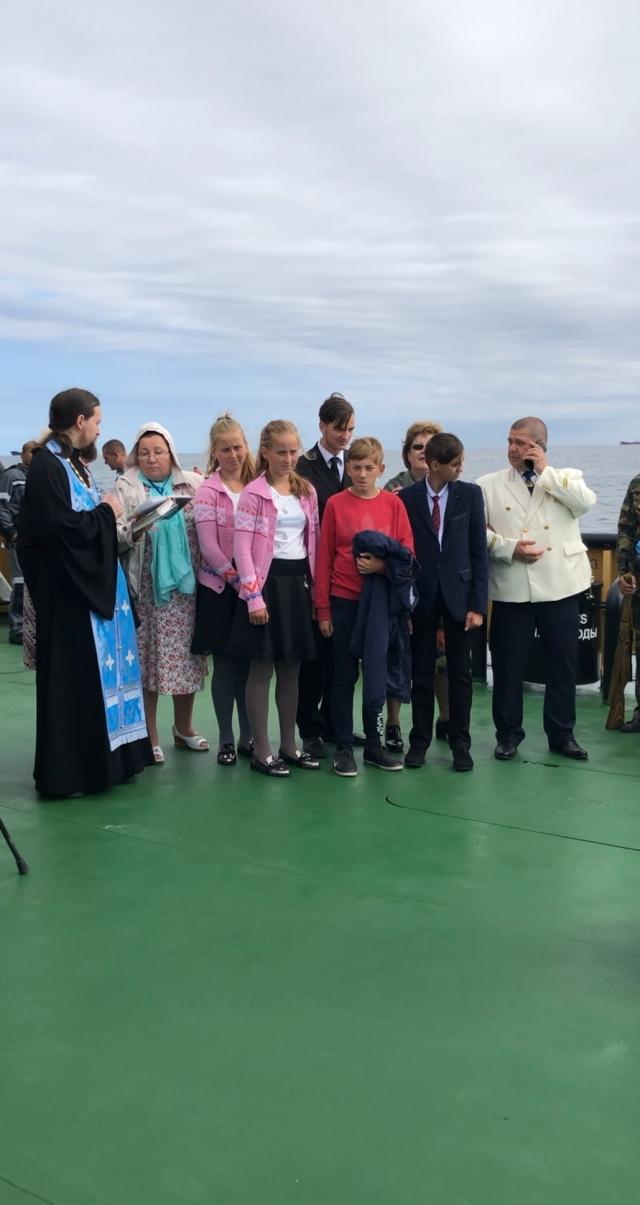 Жители СПВ Ванино вышли в море, чтобы отметить День Победы над Японией