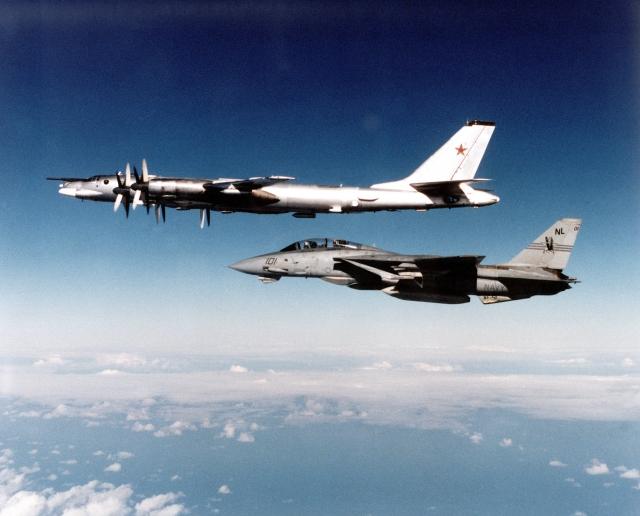 ВВС США заявили о перехвате ракетоносцев Ту-95