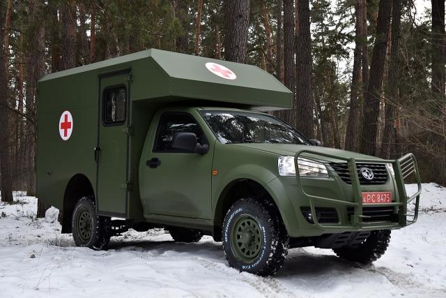 Украинская армия получила полсотни санитарных автомобилей
