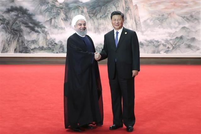 Си Цзиньпин и  Хасан Роухани. 18-е заседание Совета глав государств-членов ШОС