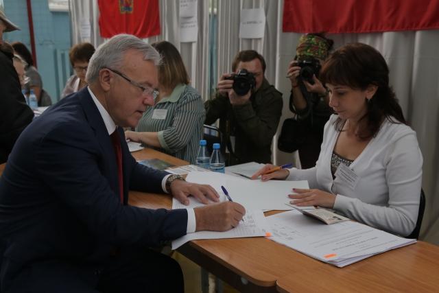 Выборы красноярского губернатора: лидирует Усс