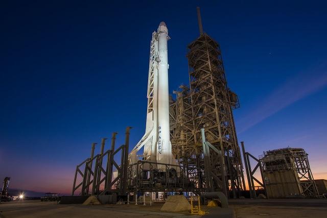 SpaceX запустила ракету Falcon 9 со спутником Telstar