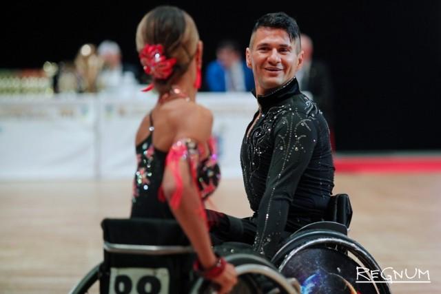 Спортсмены на Кубке континентов по танцам на колясках