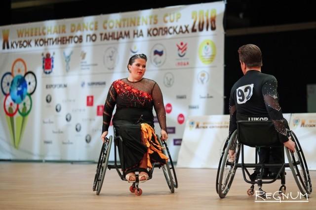 Выступления участников Кубка континентов по танцам на колясках