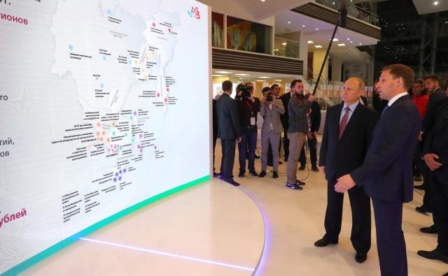 Владимир Путин на IV ВЭФ дал старт строительству новых производств
